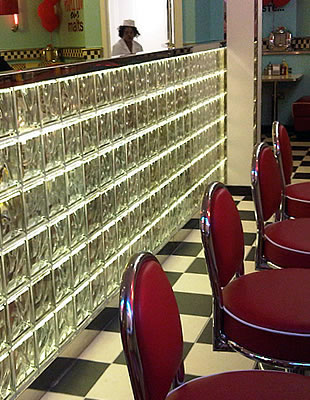 eds-diner-glass-block-wall_f02.jpg